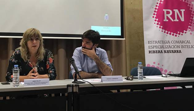 Ana Ollo y Eneko Larrarte, en la apertura de la jornada en Tudela