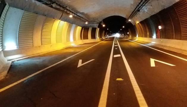 Interior del túnel de Belate con uno de los apartaderos ejecutado en las obras.