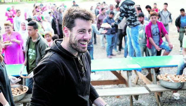 El pamplonés Manasés Perales en el campo de refugiados de Ritsona, en Grecia.