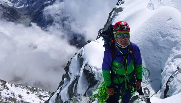 Mikel Zabalza consigue la cumbre del Drangna Ri