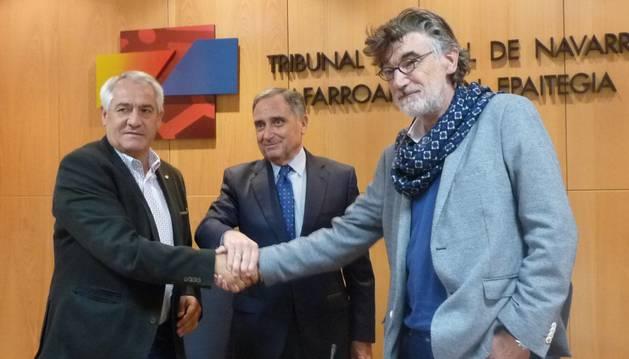 foto de Firma del acuerdo intersectorial de Navarra de CEN, CC OO y UGT.