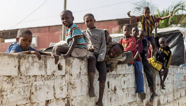 Solamente en Saint Louis hay unos 15.000 niños obligados por los maestros coránicos a mendigar para pagarles una cuota diaria.