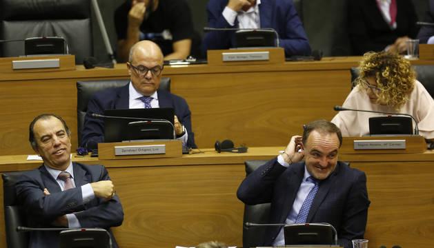 Los regionalistas García Adanero, Zarraluqui y Esparza, durante el debate.