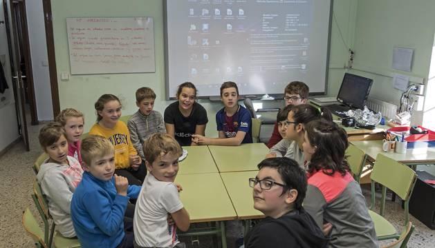 Alumnos de la escuela rural de Abárzuza, el pequeño centro  que se sustituirá por un nuevo colegio para toda la zona.