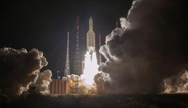foto de El momento del despegue del satélite BepiColombo, la primera misión espacial europea a Mercurio.