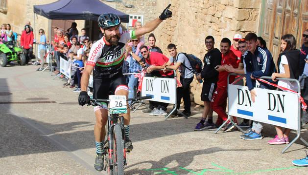 Jesús Bacaicoa, 'Bacu', del DMB-Koshkill, celebra su triunfo este domingo en la prueba del Open Diario de Navarra 2018 disputada en Luquin.