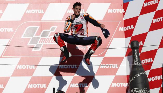 Marc Márquez celebra su triunfo en el gran premio de Japón.