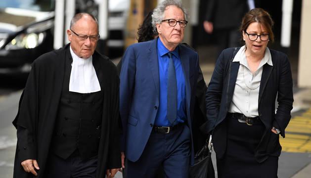 Geoffrey Rush, a su llegada al juicio.