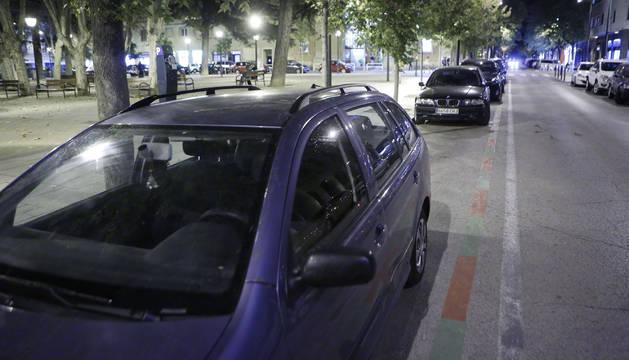A partir del fin del estacionamiento regulado, 20 horas, es fácil encontrar vehículos aparcados sin tarjeta de residente.