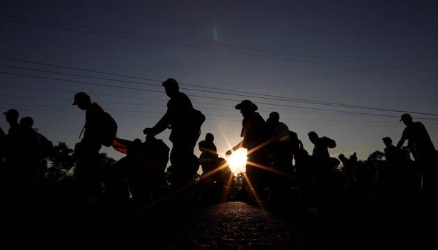 foto de La caravana de migrantes se dirige hacia México.