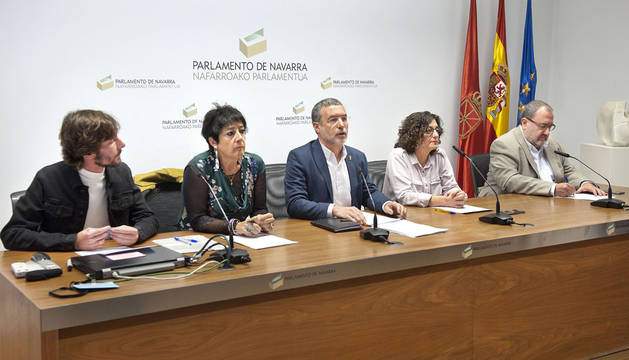 De izquierda a derecha, Mikel Buil, Asunción Fernández de Garaialde, el vicepresidente Laparra, Isabel Aranburu y José Miguel Nuin