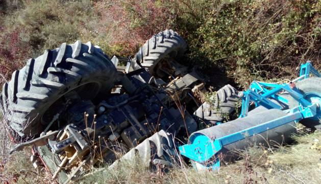 Estado en el que quedó el tractor tras volcar