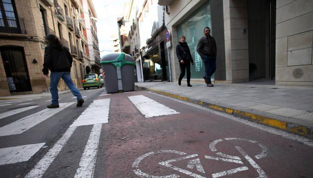 Una imagen del carril bici de la céntrica calle San Marcial de Tudela que ahora se prevé eliminar.