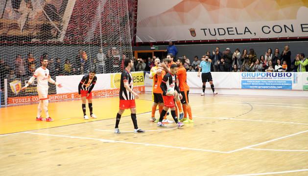 Los jugadores del Aspil-Vidal celebran uno de los goles que metió el ala del Ribera Alejandro Lemine.