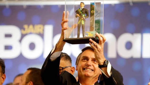 Bolsonaro, favorito a la presidencia de Brasil, aunque Haddad recorta distancias