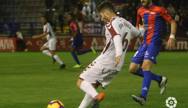 Los exrojillos Jon Erice y Fausto Tienza, en el partido Extremadura-Albacete.