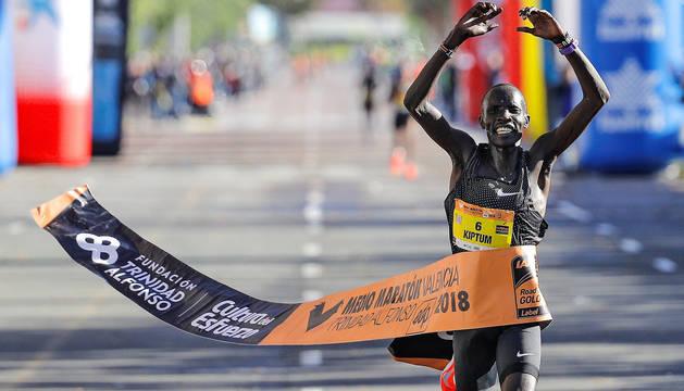 El atleta keniano Abraham Kiptum, en la llegada.