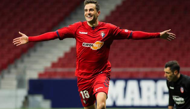 Juan Villar celebra el gol que marcó el domingo en el estadio Wanda Metropolitano.