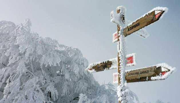 La nieve ha obligado a cortar varias carreteras en Navarra