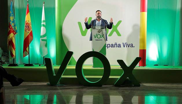 foto de El presidente de Vox, Santiago Abascal, durante una intervención en un acto público.