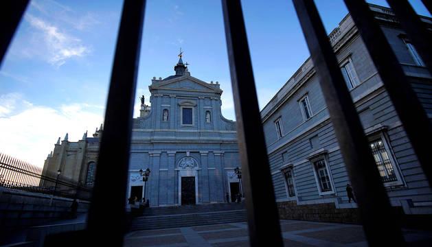 Exterior de la Catedral de la Almudena en Madrid.