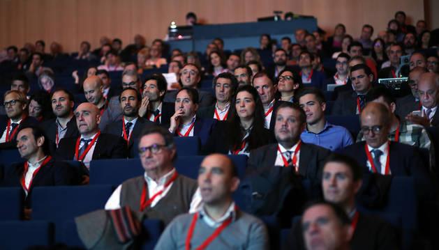 Más de 300 profesionales y directivos asistieron a la jornada sobre el sector eólico en Navarra celebrado en Baluarte.