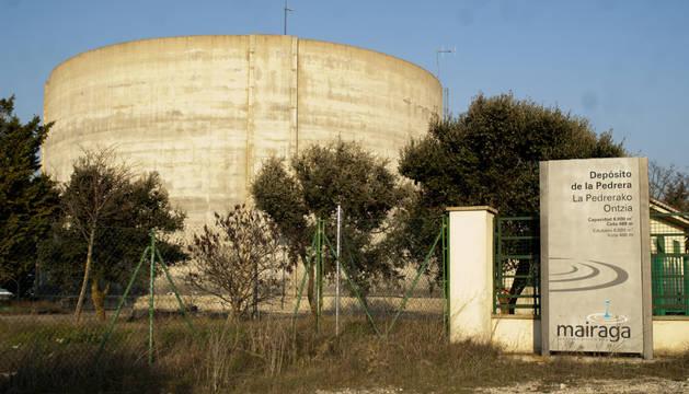 Depósito de la Pedrera, en Tafalla, donde se ubica la planta potabilizadora.