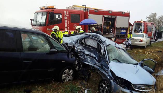 Estado en el que han quedado los dos vehículos tras el choque.