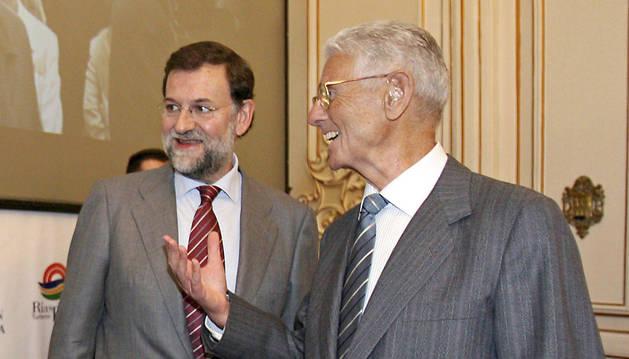 El expresidente de Gobierno, Mariano Rajoy, con su padre, Mariano Rajoy Sobredo, en un acto de 2006.