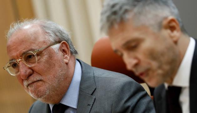 El ministro del Interior, Fernando Grande-Marlaska (derecha), junto al director general de Tráfico, Pere Navarro (izquierda), durante la rueda de prensa con motivo de la presentación de la nueva campaña de concienciación para la prevención de los accidentes de tráfico.
