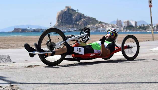 El ciclista tudelano Sergio Pozos Pérez, durante una de las pruebas disputadas en la Copa de España de Ciclismo Adaptado.
