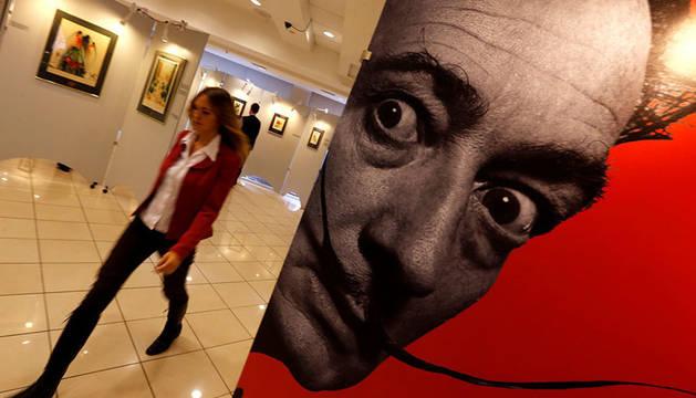 Un retrato de Salvador Dalí en una exposición en San Petersburgo, Rusia, en octubre de 2014.