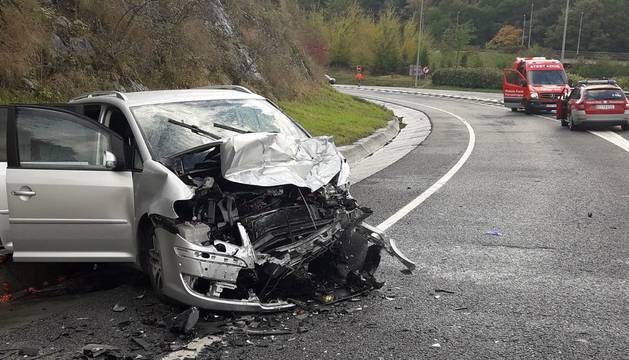 Cinco heridos en una colisión en Baztan