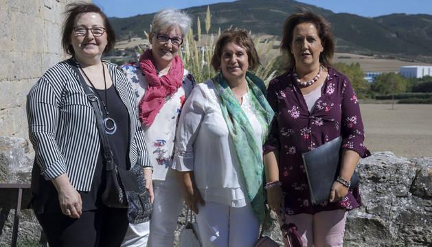 Desde la izquierda, Mila y Angelines Orradre, Gema Arbizu y Josefina Orradre, en Azoz.