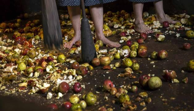 Arizkun revive la elaboración de la sidra a la vieja usanza con el método Kirikoketa, triturando la manzana a ritmo de mazas sincronizadas. Se machacaron un total de 1.500 kilos de manzanas en el lagar Gamioxarrea del siglo XVIII ahora restaurado