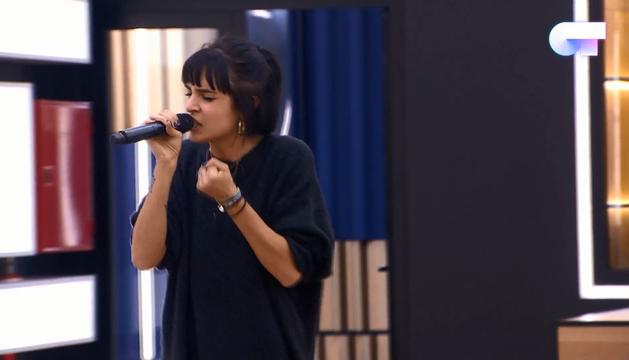 Natalia Lacunza canta 'Flames'