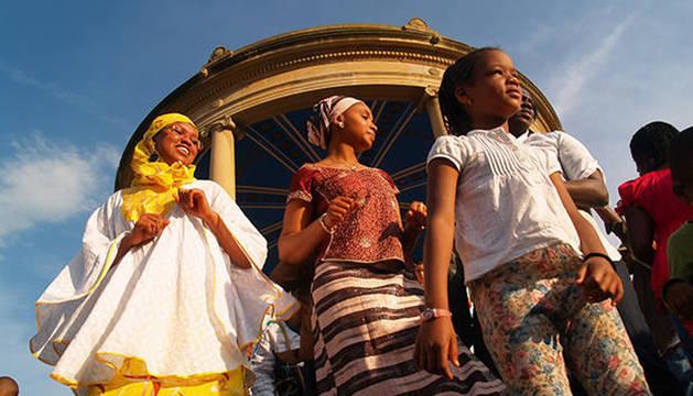 Mujeres celebrando en Pamplona el Día de África.