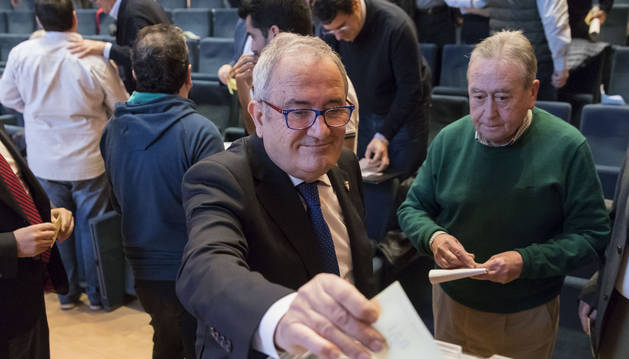 Luis Sabalza, el pasado sábado, en una de las votaciones.