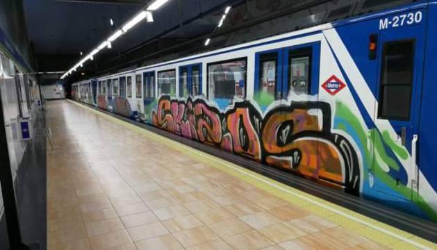Uno de los trenes pintados en Halloween