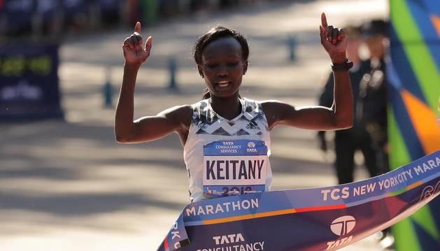Keitany gana por cuarta vez en Nueva York y el etíope Desisa se estrena