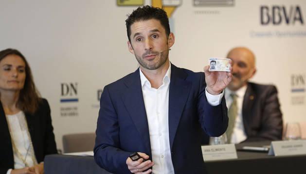 Eduardo Azanza, CEO de Veridas, utilizó para su intervención su DNI.