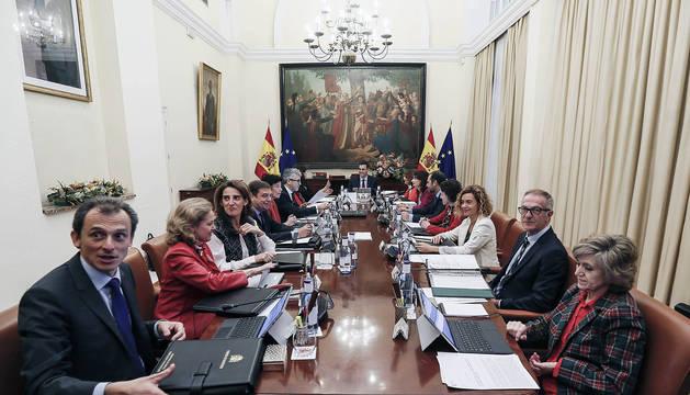 Pedro Sánchez, en el primer Consejo de Ministros fuera de Madrid en 8 años, que se celebró en Sevilla.
