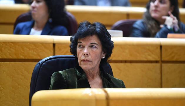 La ministra de Educación, Isabel Celaá, durante la sesión de control al Gobierno en el pleno del Senado