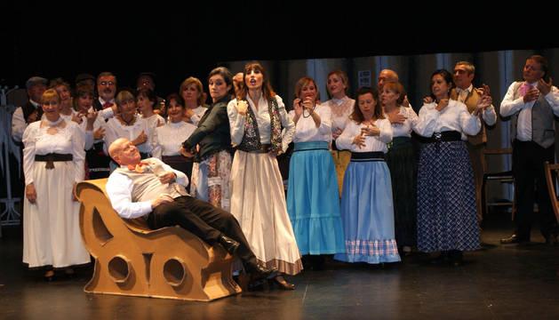 Un momento del espectáculo de zarzuela que acogió el centro cultural Avenida de Cascante.