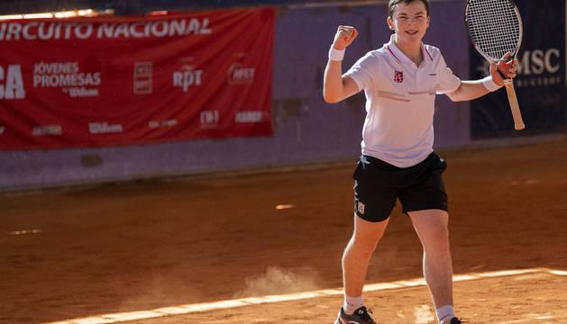 El navarro Iñaki Montes celebra el titulo en Madrid.