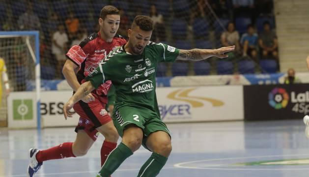 El cierre brasileño Alexander Araça viaja este viernes con el equipo pero no se encuentra al cien por cien al sufrir unas molestias en el tobillo.