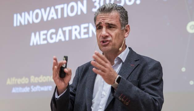 Alfredo Redondo, durante su intervención en Pamplona.