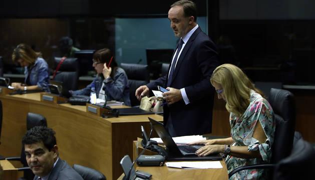 Esparza y Beltrán, en el Parlamento de Navarra.