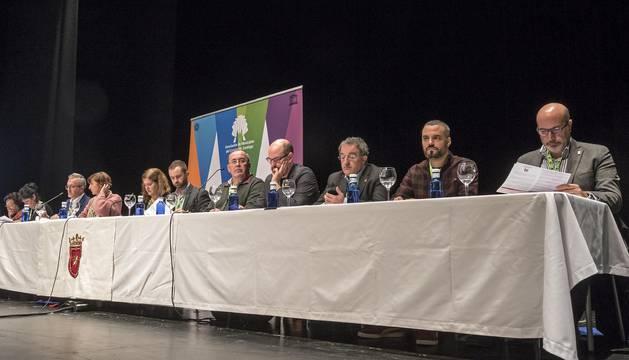 Junta directiva de la Asociación de Municipios del Camino de Santiago celebrada ayer en el espacio cultural Los Llanos de Estella.