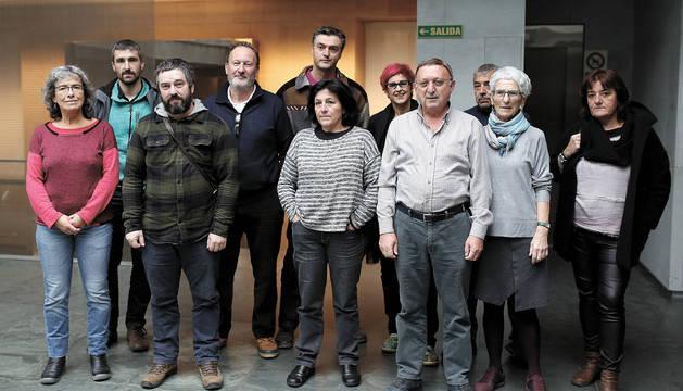 Vecinos, autoridades y miembros de asociaciones del Pirineo siguieron ayer el debate en el Parlamento.
